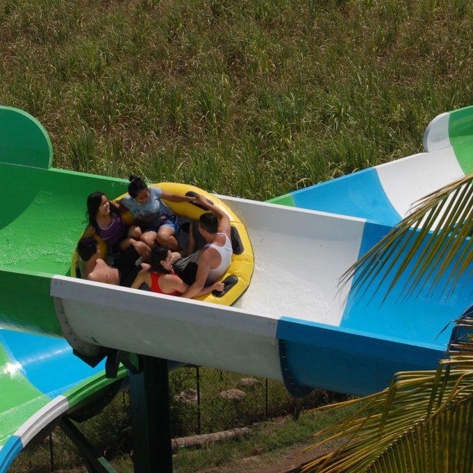 family-hydra-water-slides-06_atlantis-parque-acuatico_la-paz-sv_aquakita-1024x681